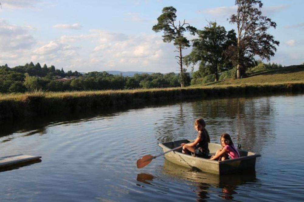 Un petit tour de Barque sous la vigilance des parents, Vacances au Masbareau