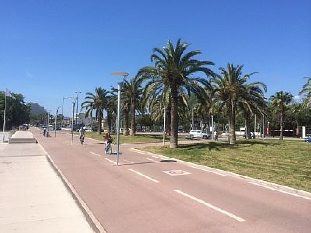 piste cyclable bord de mer