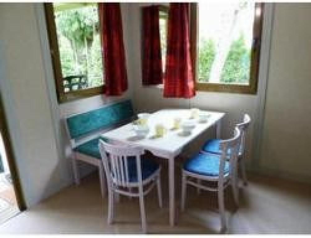 Camping Les ACACIAS - Chalet avec terrasse