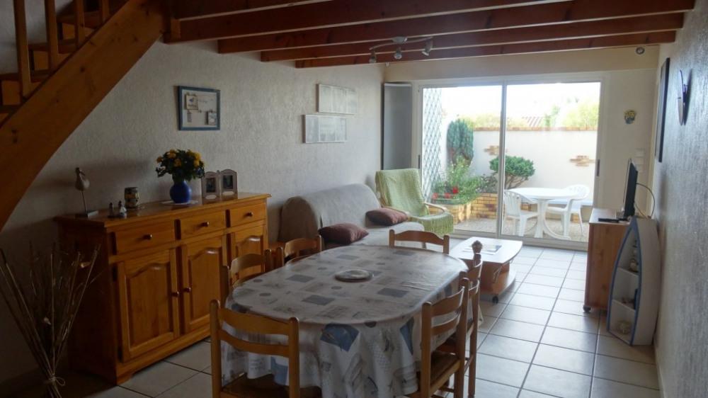 Location vacances Saint-Gilles-Croix-de-Vie -  Maison - 4 personnes - Salon de jardin - Photo N° 1