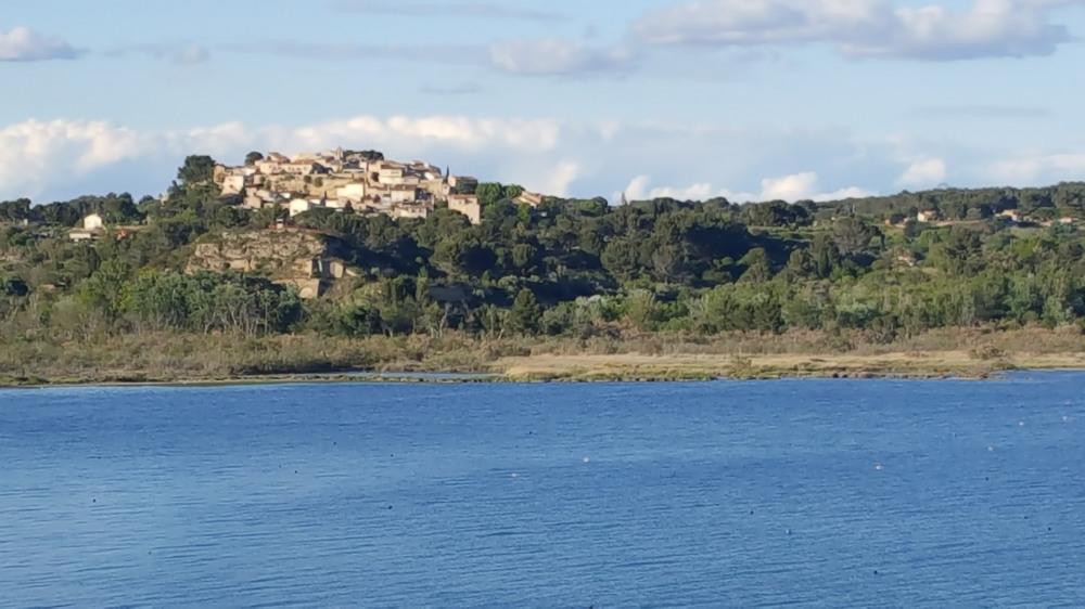 moins de 2 km à vol d'oiseau, village du Vieux Miramas en Provence