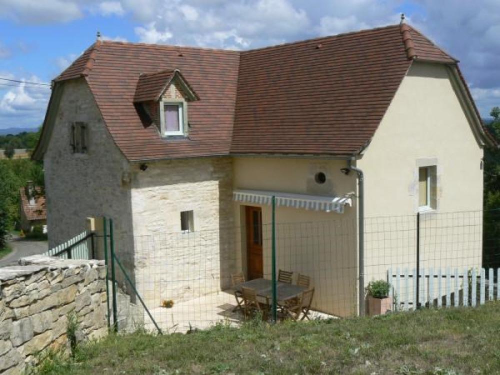 côté entrée, terrasse