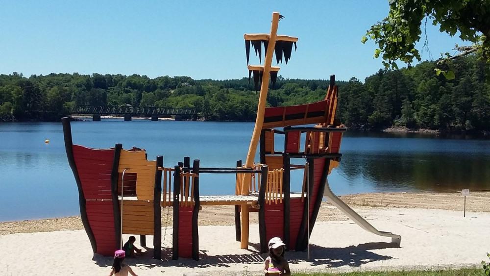 Camping du Lac : mobilhome tout confort au bord du lac de la Valette