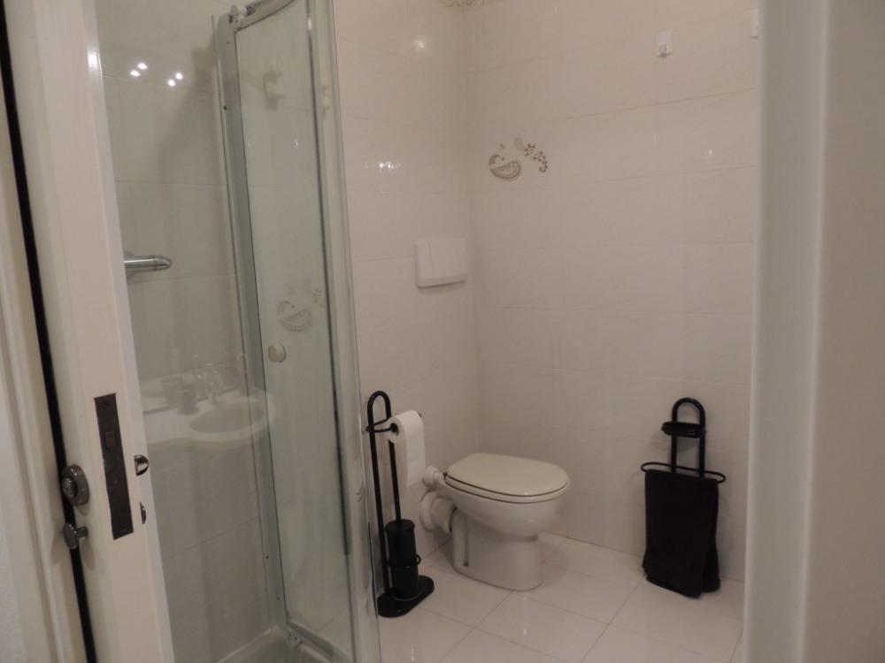 cabine douche et wc.