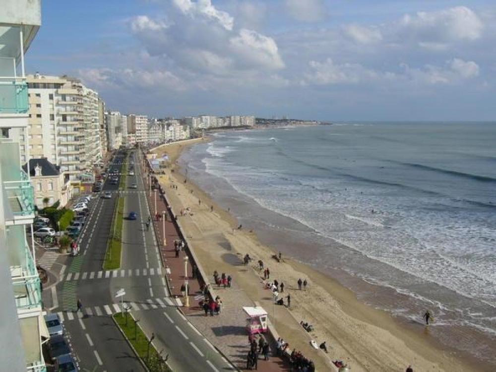 A 2 pas du centre ville et face à la plage, très agréable STUDIO