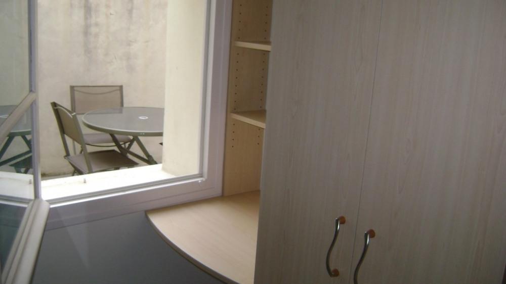 bureau et armoire chambre 1