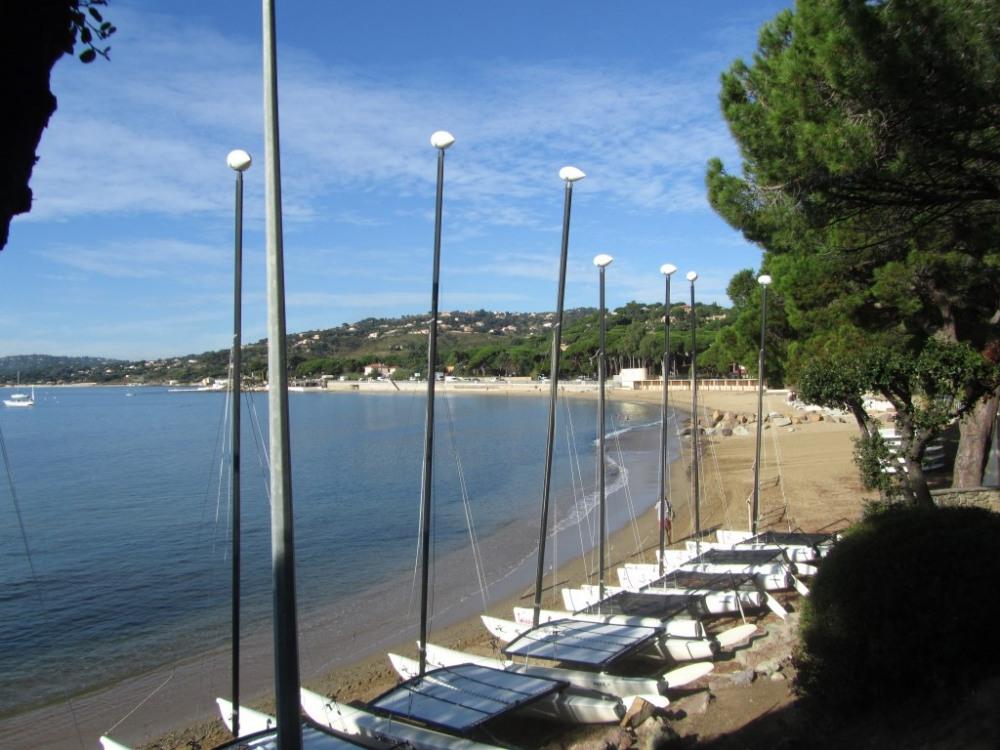Ecole de voile  sur la plage