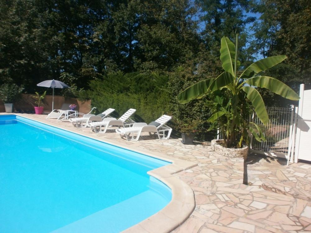 La piscine vue par le gîte''Dordogne''