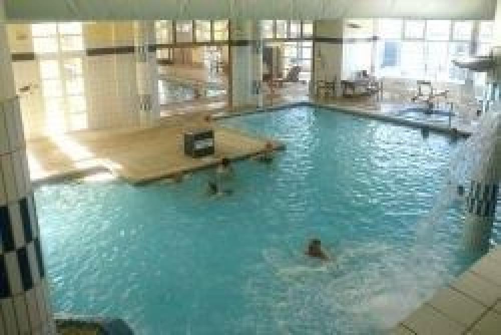 la piscine thermale à 200 m