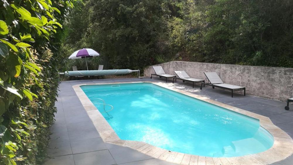 piscine et bains de soleil