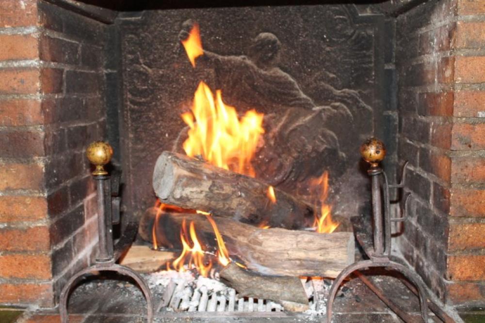 feu ouvert dans la cuisine pour barbecue