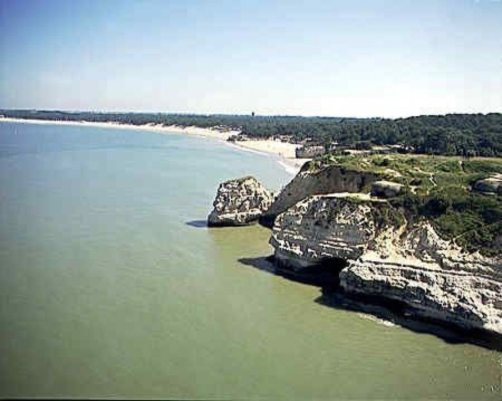 les falaises de la pointe de Suzac avec les plages des Anglais & Saint Georges