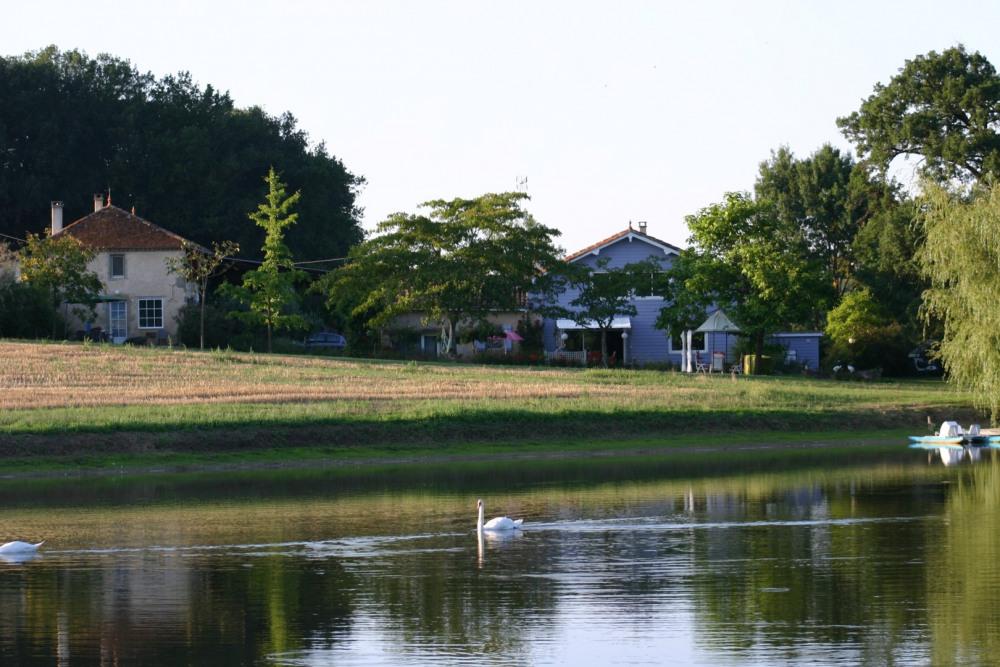 la Goulette et La Maison Bleue depuis l'étang