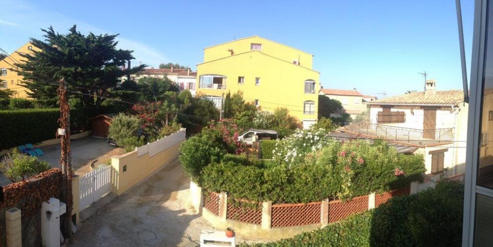 Vue panoramique d'une des fenetres de la chambre 2 1er étage. LA mer est à 90...