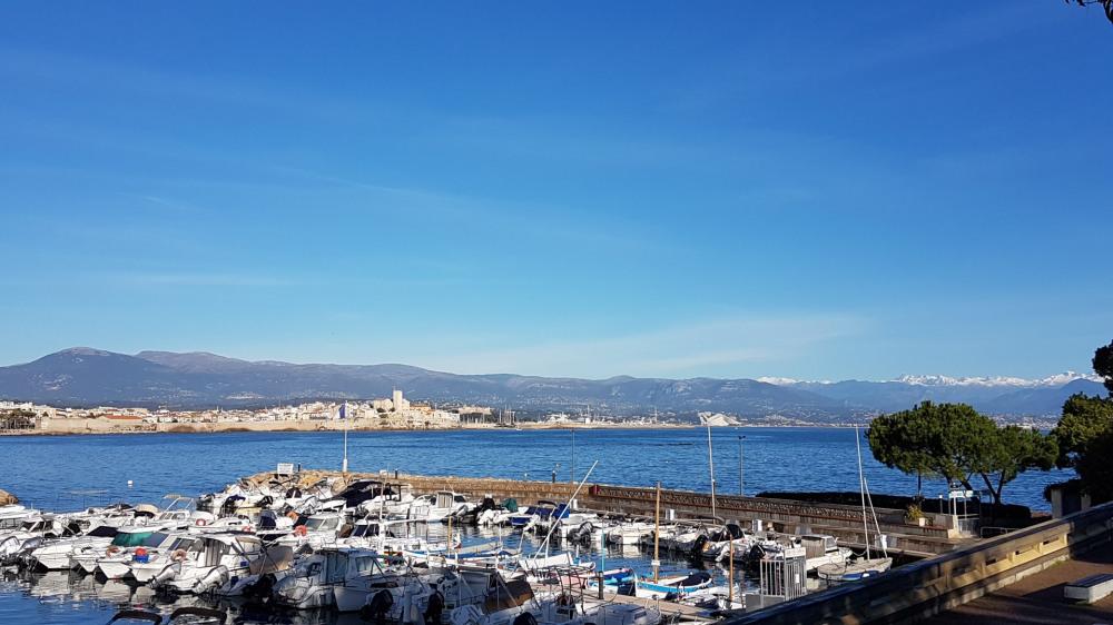 UNIQUE : Maisonnette pieds dans l'eau avec vue imprenable sur la mer et les montagnes, cadre idyllique pour vos vacances