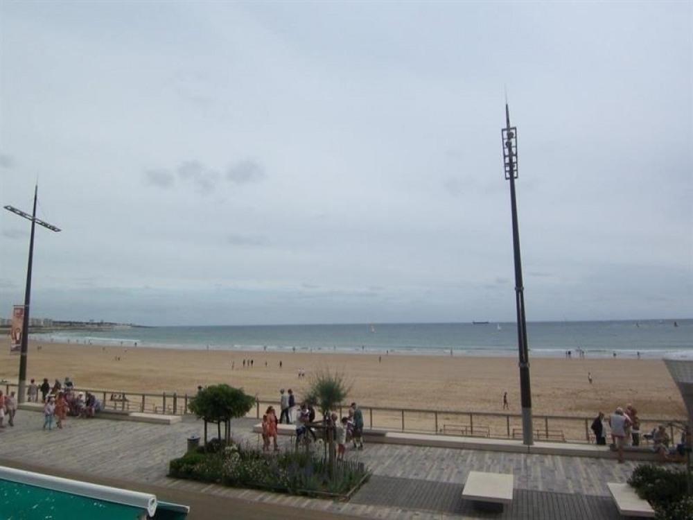 FR-1-197-246 - RARE : face à la plage et à 2 pas des commerces