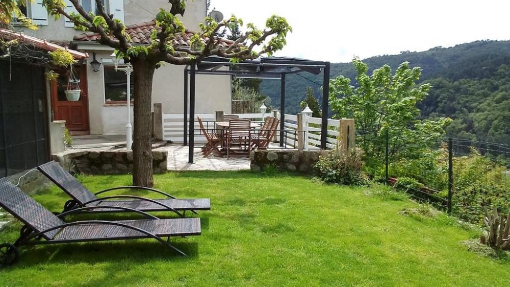 terrasse et son coin de verdure