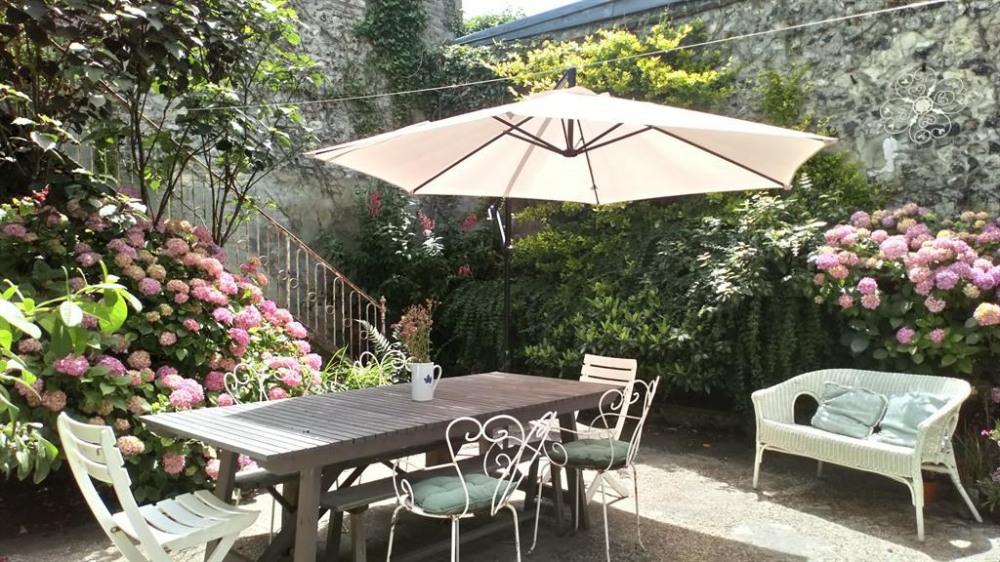 La terrasse en bas du jardin