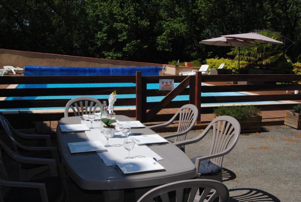 terrasse et accès piscine