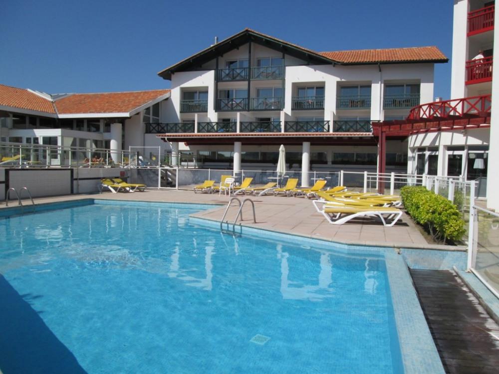 piscine commune avec la thalasso Serge BLANCO