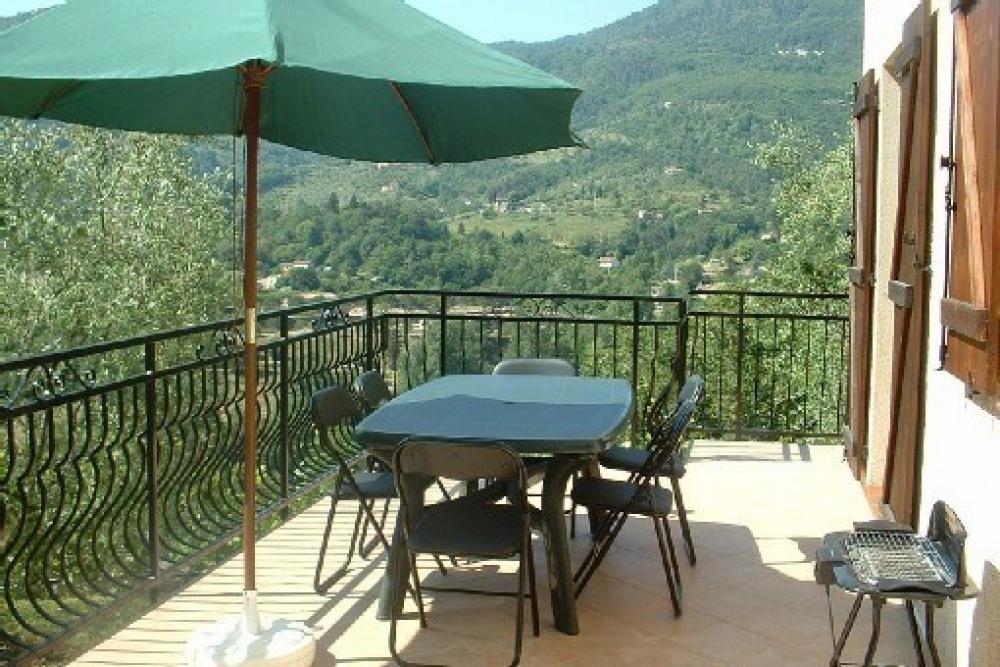 Location vacances joli 2 pièces sospel dans villa, proche menton, nice et monaco