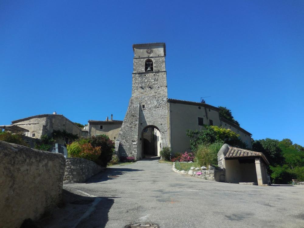 vieux village  au pied du Vercors , près de Chabeuil