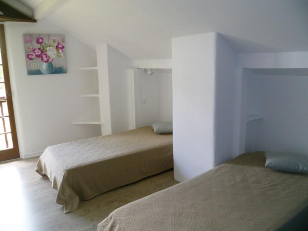 chambre avec 2 lits 90x190
