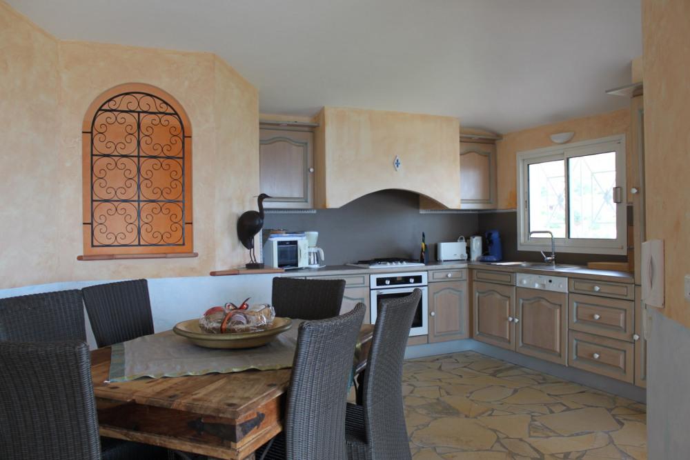 La salle à manger et cuisine de la villa 2