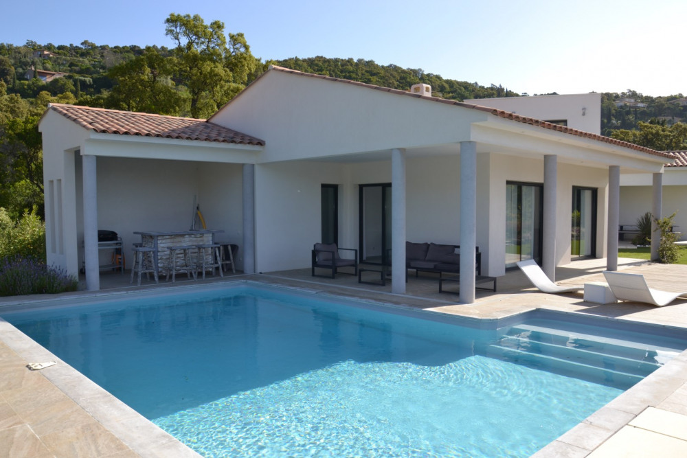 Villa contemporaine avec piscine, jardin et vue mer dans un domaine privé sécurisé - Proximité centre CAVALAIRE-SUR-MER