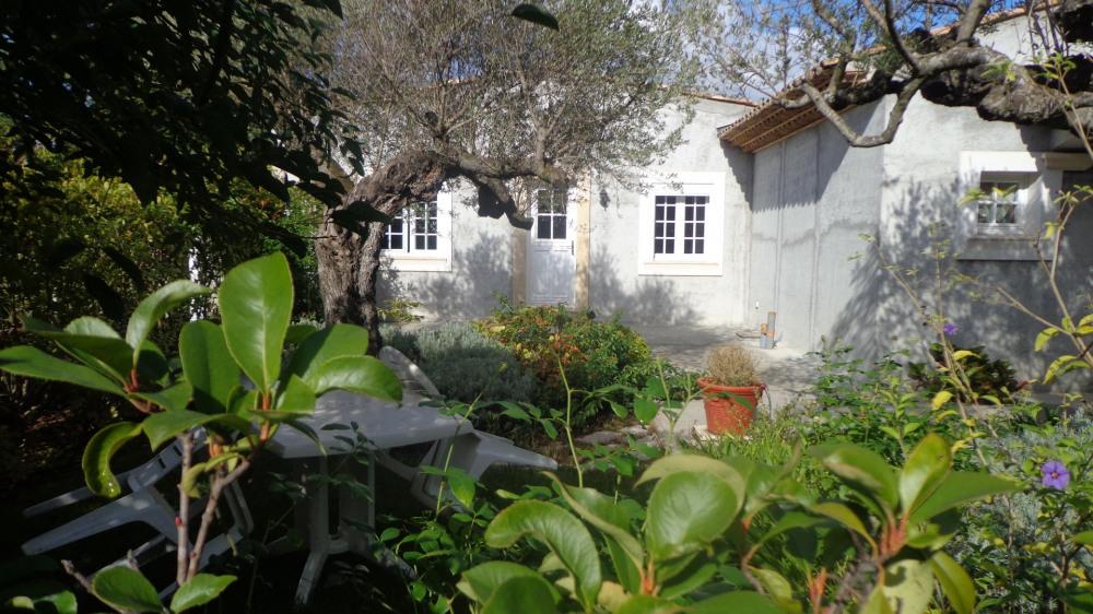 Jardin coté entrée
