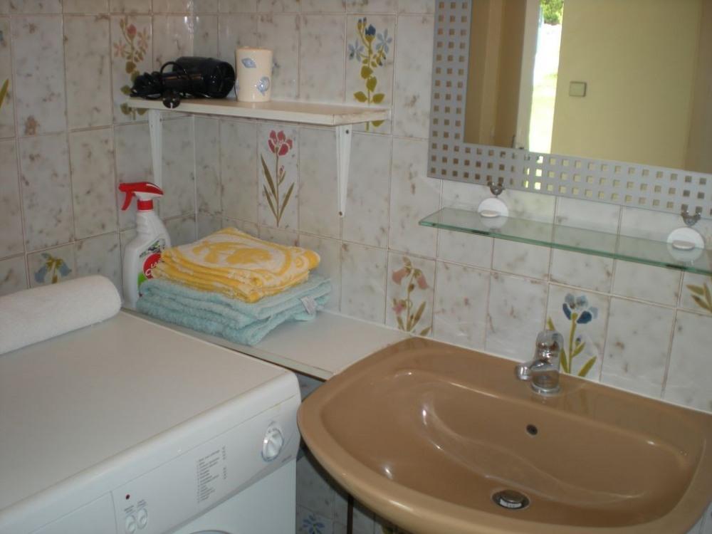 salle d' eau , lave linge , douche italienne