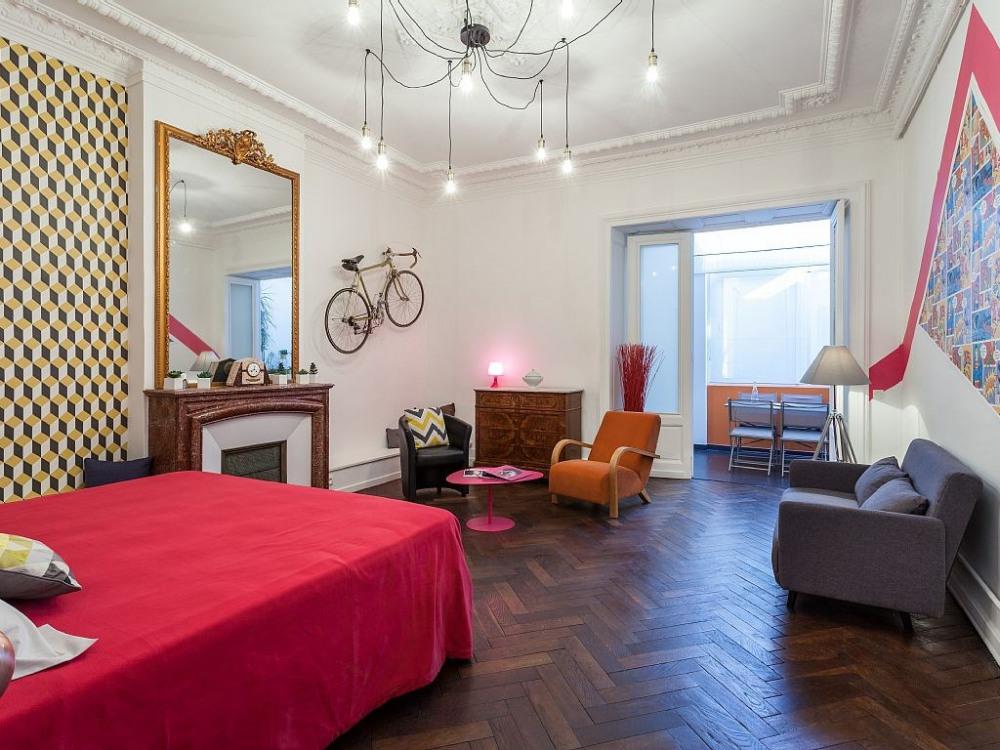 Grand salon -chambre avec lit King size 2mx2m + convertible 160x2m grand confo