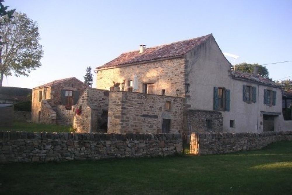 3 maisons de caractère en pierre, modulables, avec piscine chauffée