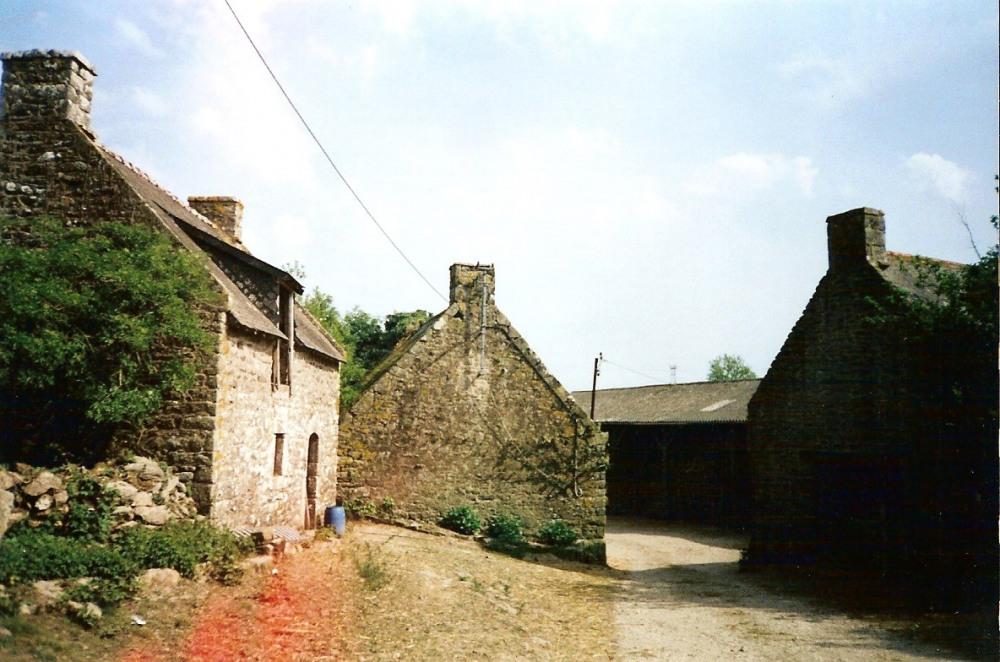 Vue d'ensemble de la ferme avant rénovation   vation