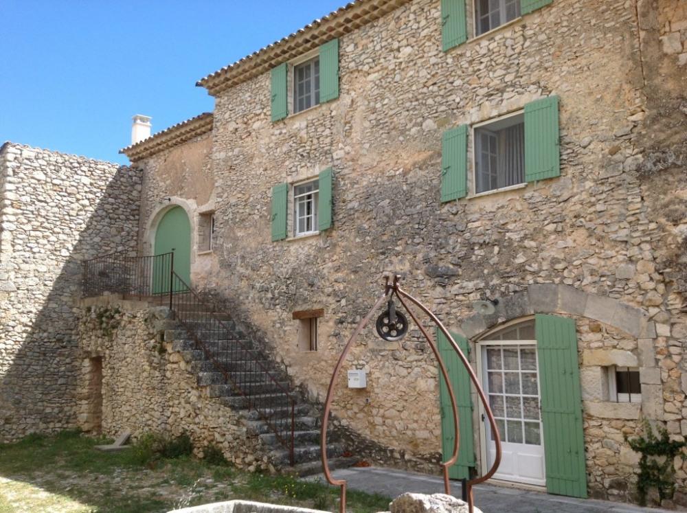 Maison situé à Simiane la Rotonde