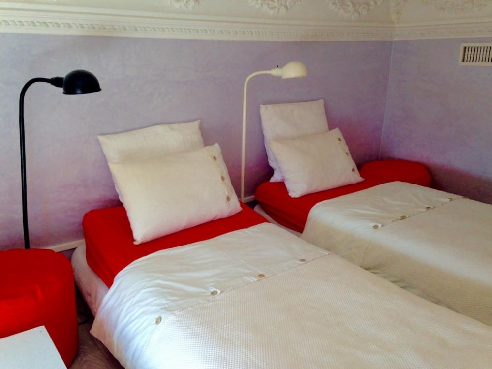 la chambre N° 2 ( 2 lits indépendants 1m80 sous plafond )