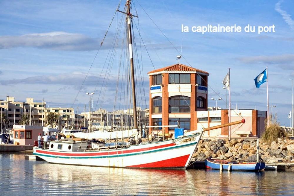 la capitainerie du port