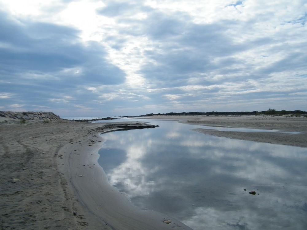 chemin longeant la plage