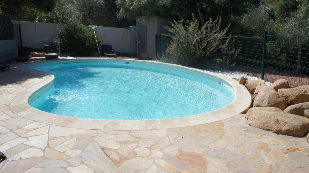 piscine au sel - 10 m x 5- chauffée et sécurisée