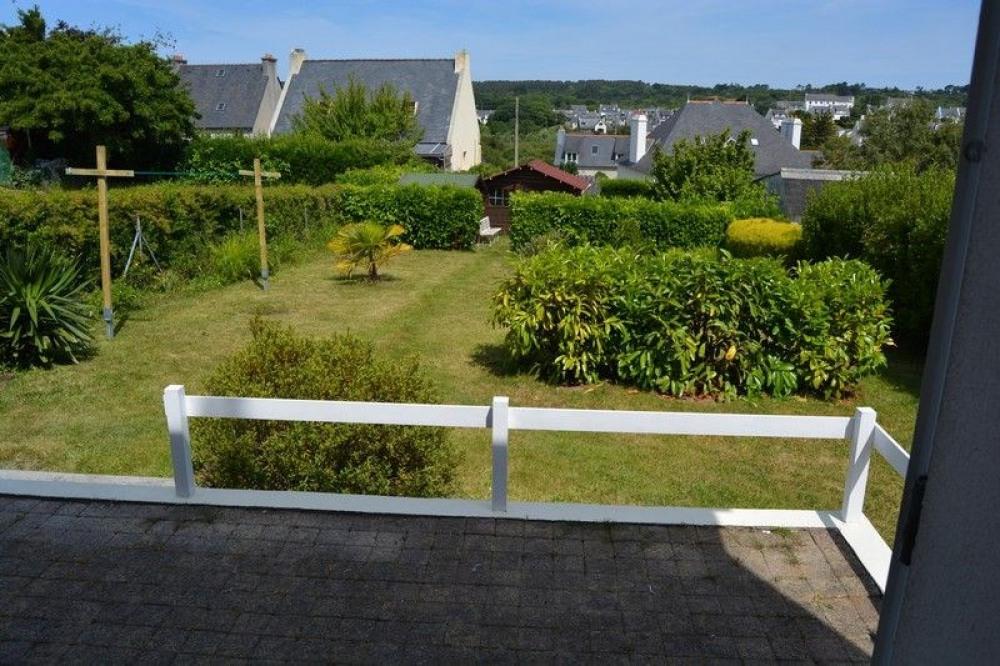 jardin et terrasse avec table et chaises