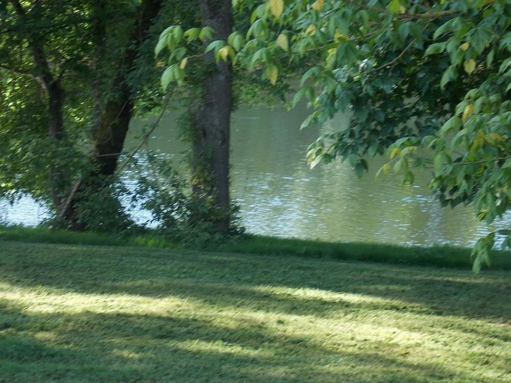 bord de la riviere la DORDOGNE