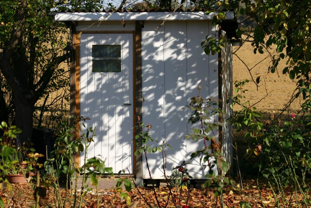 La cabane au fond du jardin (toilettes sèches)