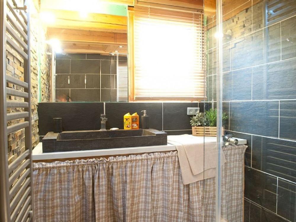 Salle de bain avec douche italienne 200 x 100 cm