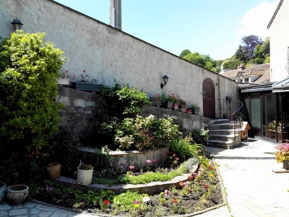 entrée maison et jardin
