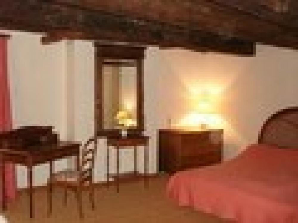 La grande chambre du 1er étage du Gite Rural du Masbareau à Royères Haute-Vienne