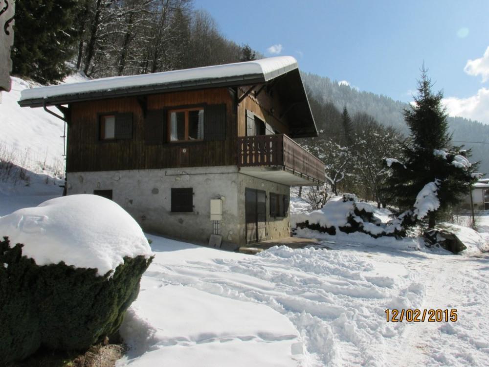 Le chalet l'hiver et son environnement