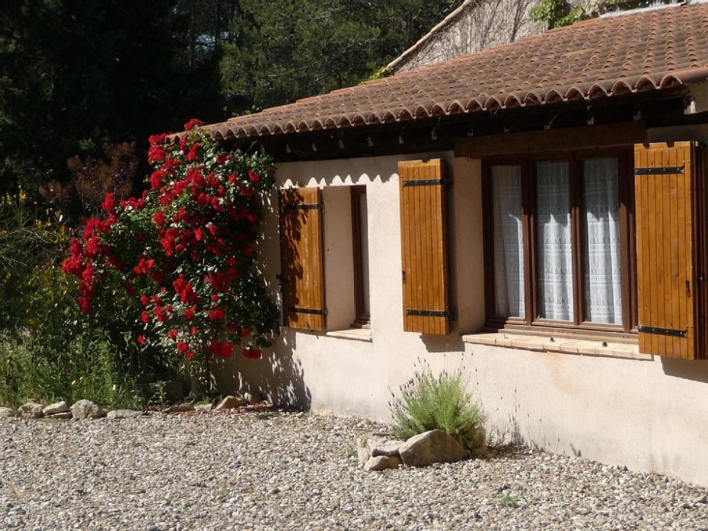 Fénêtre de la chambre (gauche) et du séjour (droite)