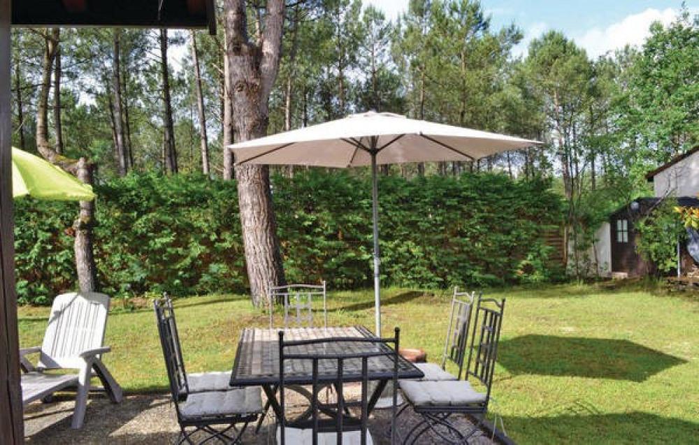 jardin avec table 6 chaises