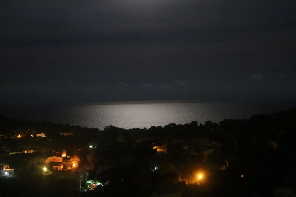 le mer de nuit depuis la terrasse