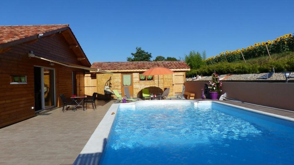 La piscine privative  8 x 4 sur la terrasse arrière
